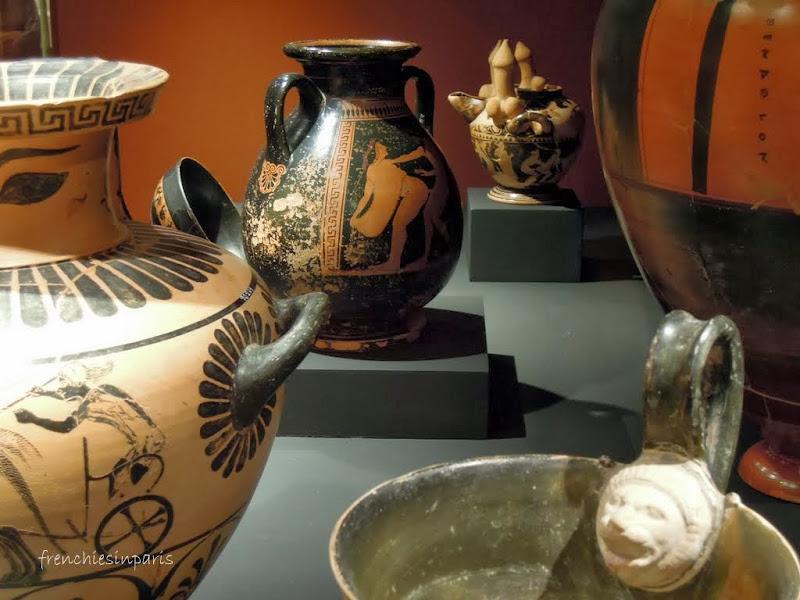 Vitrine consacré à l'érotisme Etrusques