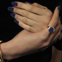Unhas de veludo azul