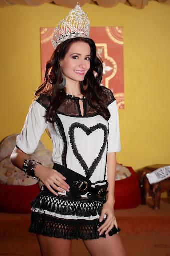 Votaţi România la Miss Universe® 2012! Împreuna putem califica Romania în Top 16 la Miss Universe® 2012!