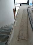 Hier ist die obere Kante der Treppenwand