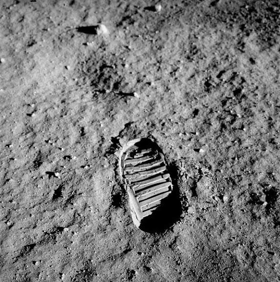 Foto que se tornaria o símbolo da humanidade no espaço.