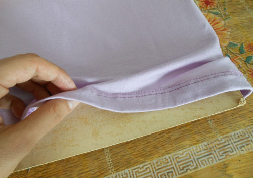 Customização de blusinha com Pump Dye - forrando com papelão