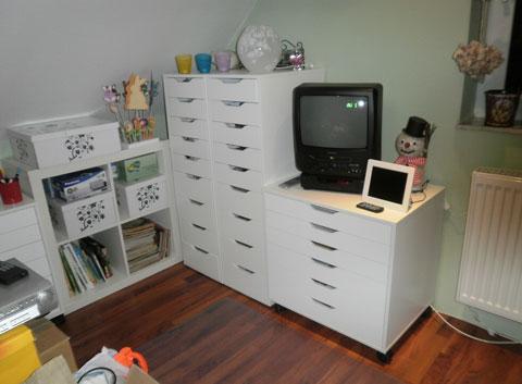 petra s bastelideen m belaufbau f r s neue bastelzimmer. Black Bedroom Furniture Sets. Home Design Ideas