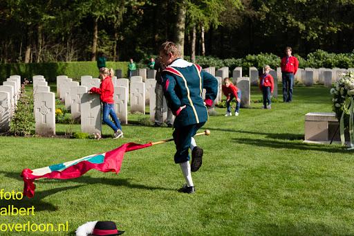 herdenkingsdienst  en een stille tocht naar het Engelse kerkhof 12-10-2014 (82).jpg