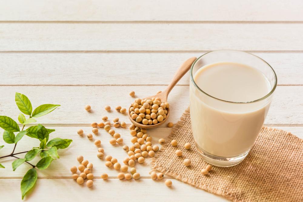 Produtos vegetais que substituem a proteína animal já são comuns nos supermercados brasileiros. (Fonte: Shutterstock/somrak jendee/Reprodução)