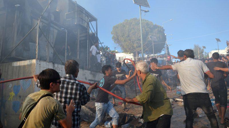 Se-incendia-refugio-migrantes-más-sobrepoblado-grecia-islámico-turquía-