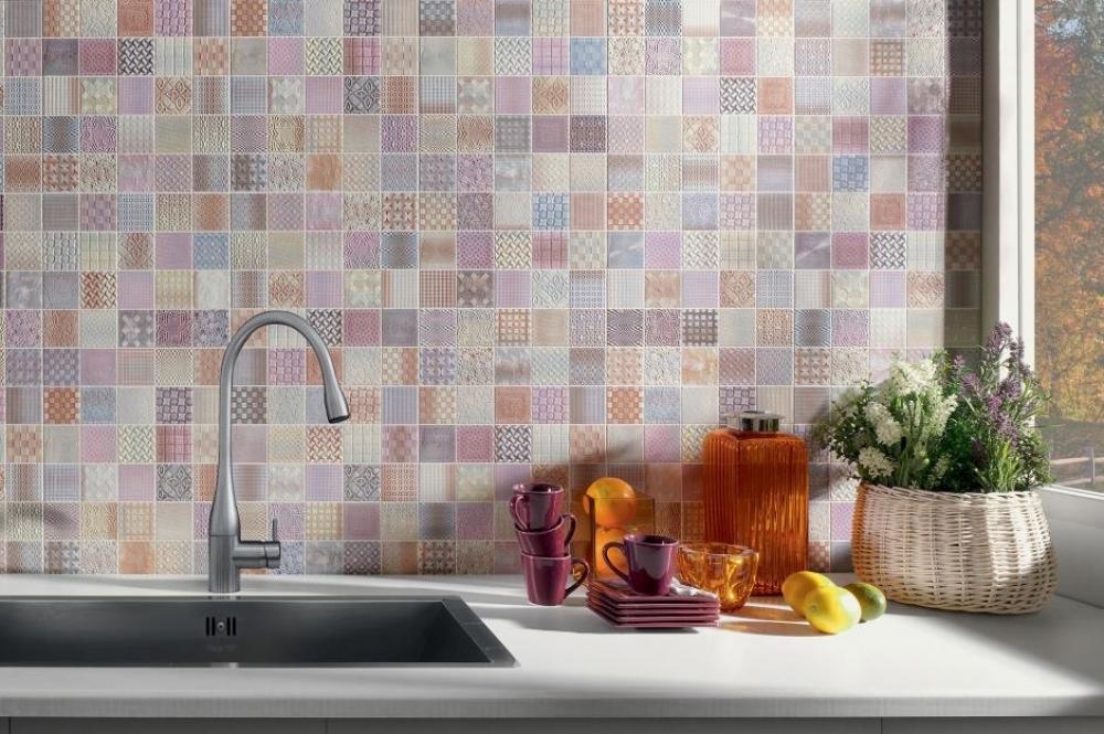 Gạch ốp tường phòng bếp sạch sẽ