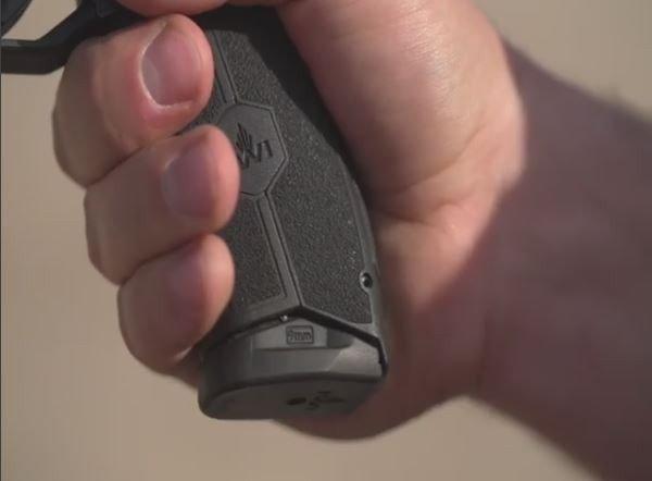 Báng súng được cải tiến của MASADA.