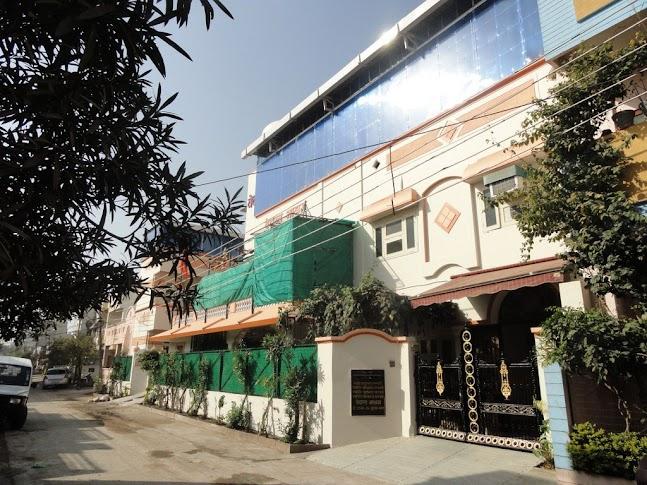 Vedanta Ashram - outside pic