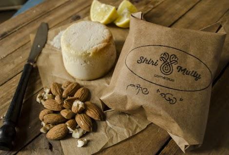 רכיבים : שקדים, לימון, שום ושמן זית, מלח אטלנטי.