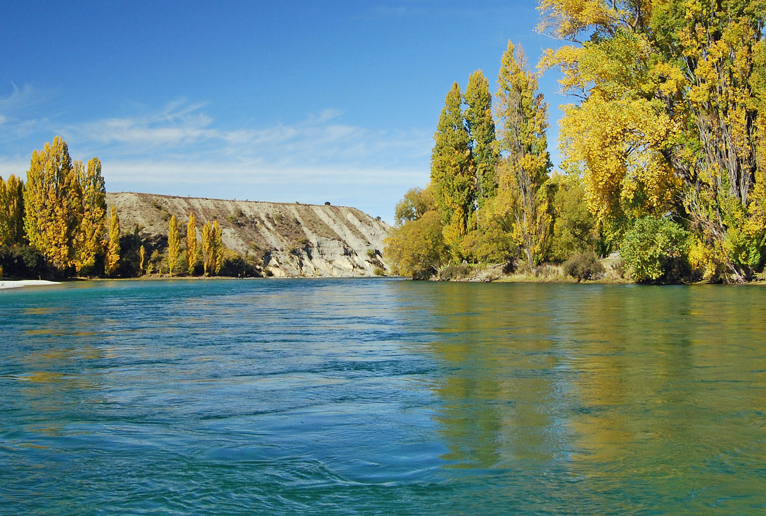 File:On the Clutha River at ...