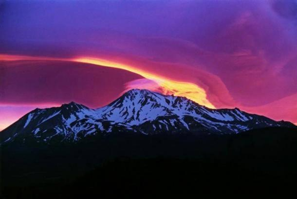 https://www.ancient-origins.net/sites/default/files/styles/large/public/Sunrise-Mount-Shasta.jpg?itok=-x9UulF8