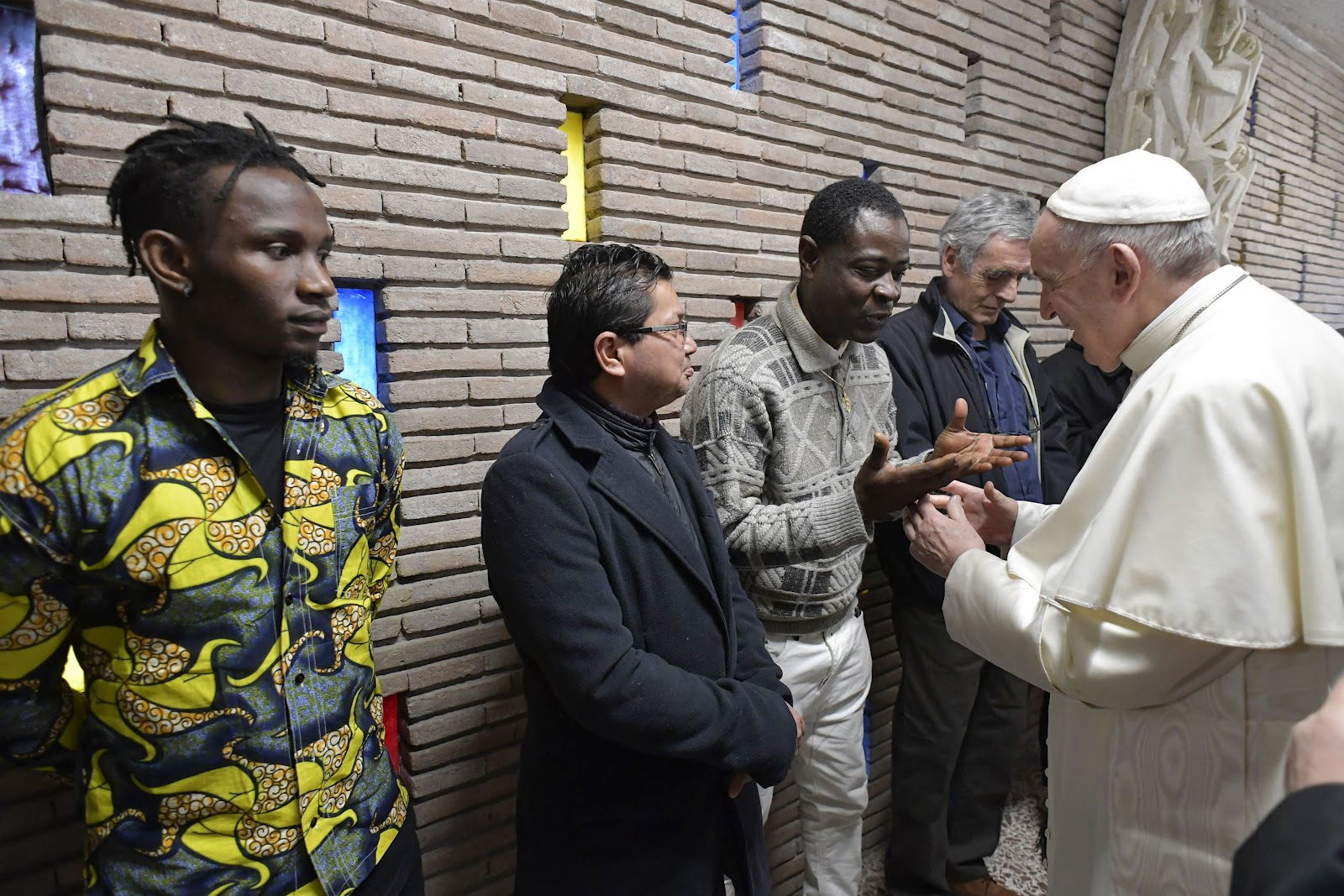 Đức Thánh Cha Phanxico thăm khu nhà cho người vô gia cư tại Sân bay của Roma