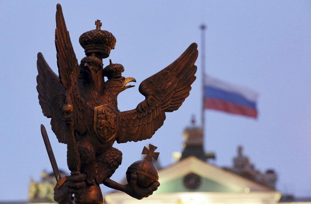 Выездные группы чиновников из России начнут возвращать на родину россиян-эмигрантов