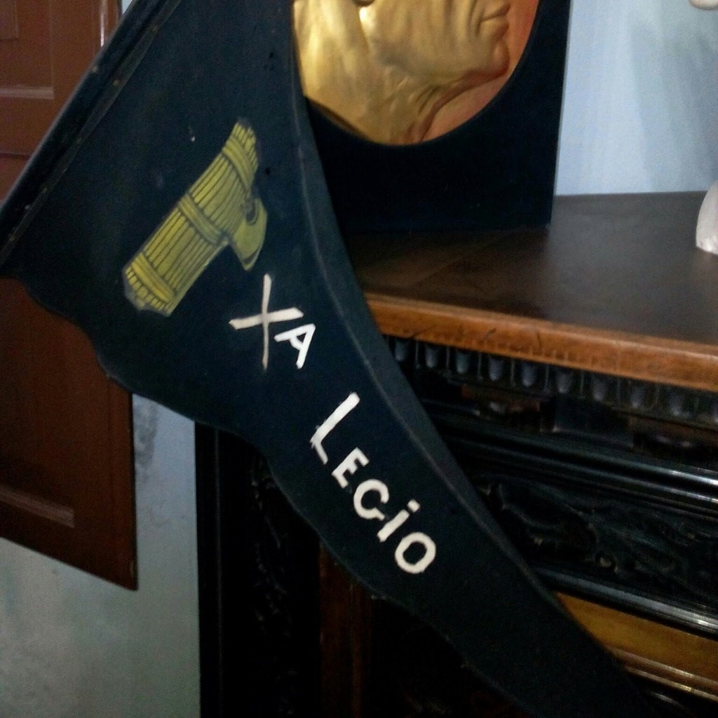 Фото зі сторінки Кавалері у соцмережі: Італійська фасція – перев'язаний пучок в'язових або березових прутів, в епоху римської імперії атрибут влади. Згодом символ стали використовувати італійські фашисти