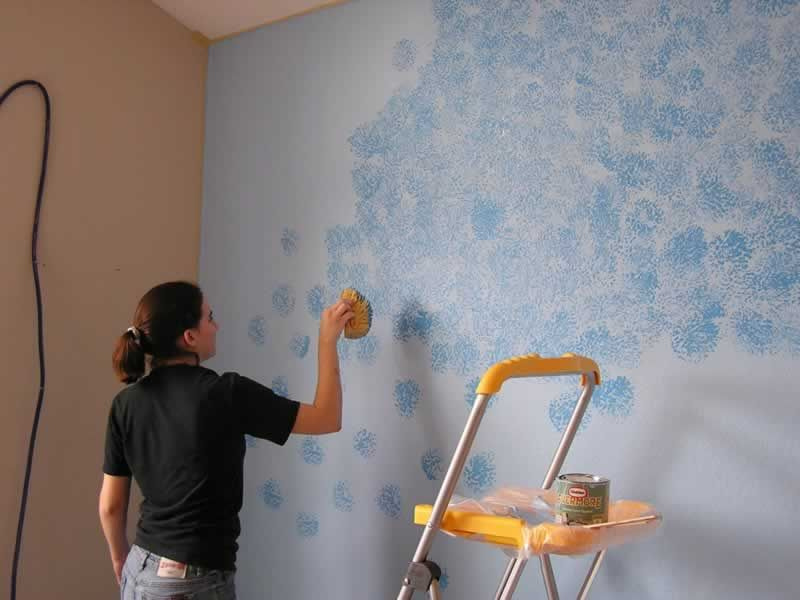 Wall Painting with a Sponge
