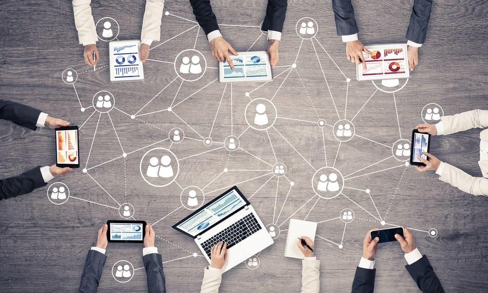 26 Tips to Help You Manage a High-Performing Virtual Team