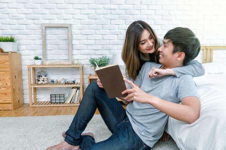 Hãy lắng nghe những lời chồng nói và thấu hiểu những điều đó sẽ khiến chồng yêu bạn nhiều hơn.