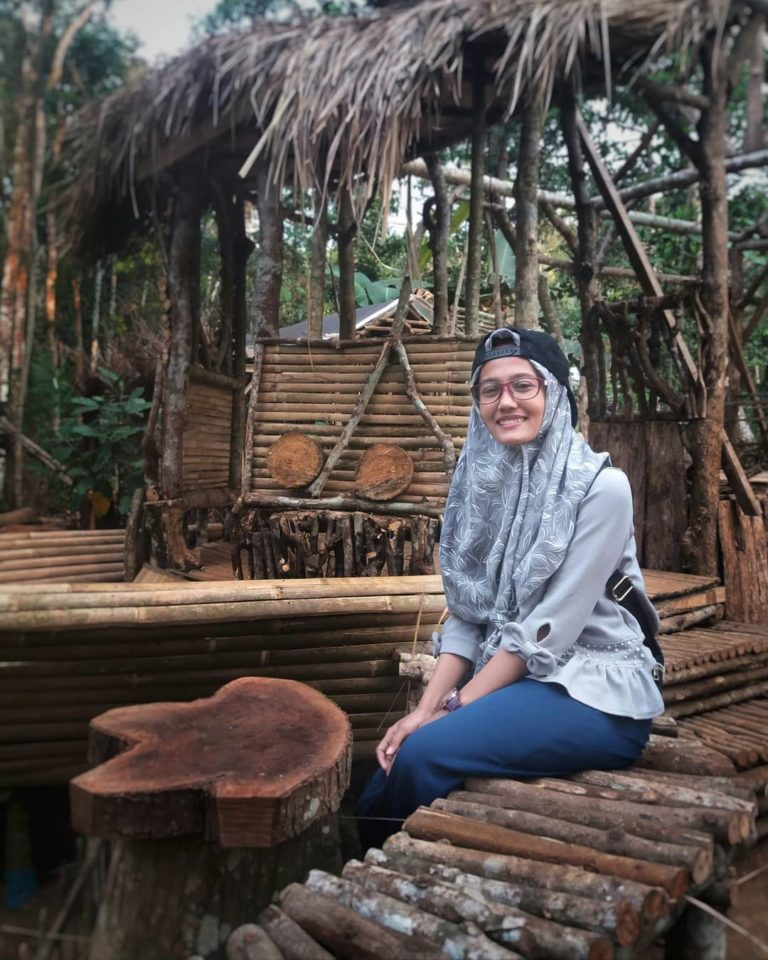Banyak spot spot foto cantik di taman wisata Sungai sumber biru Jombang
