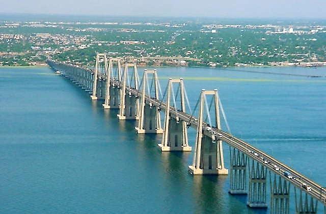 http://www.aporrea.org/imagenes/2010/02/puente_sobre_el_lago_de_maracaibo.jpg