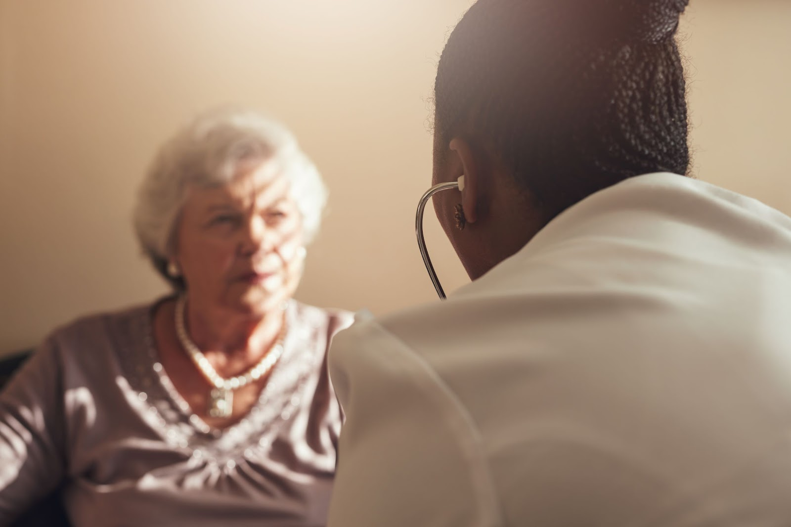 female-doctor-examining-senior-woman