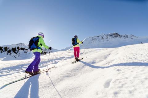 Snooc avec moniteur de ski randonnée