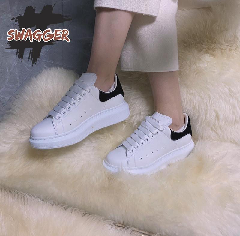 Đôi giày alexander mcqueen có thiết kế sang trọng