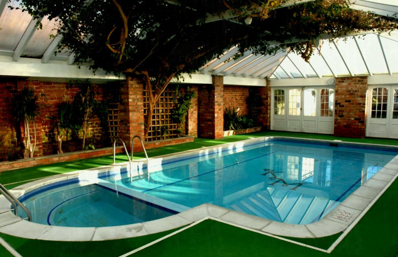 Bể bơi gia đình mang lại nhiều sự tiện lợi