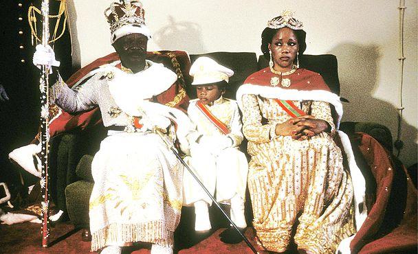 بوكاسا وزوجته وابنه