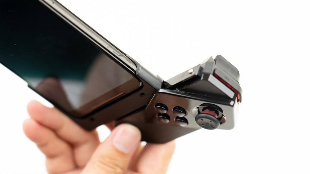 ASUS ROG Phone 2 電競手機!教你如何達到最佳遊戲體驗|PS4 手把配對、120Hz 更新率、高通S855+、遊戲手機推薦、Kunai 遊戲手把、側邊充電 - 14