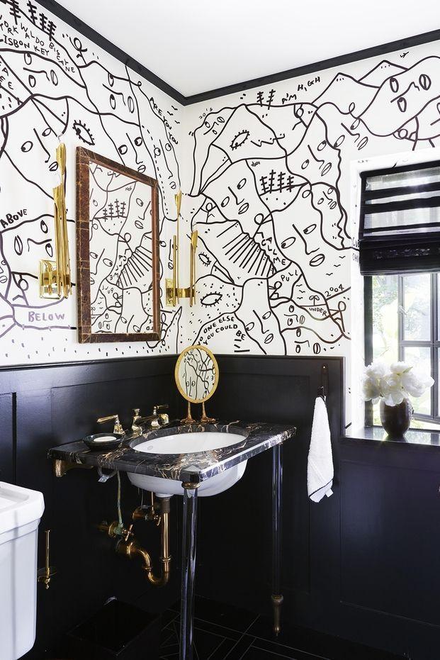 Inspirasi desain kamar mandi unik dengan lukisan dinding - source: hgtv.com