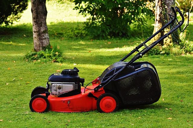 lawn-mower-1593898_640.jpg