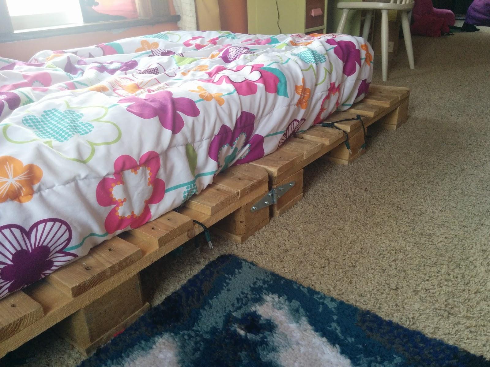 DIY Pallet Bed 3.jpg
