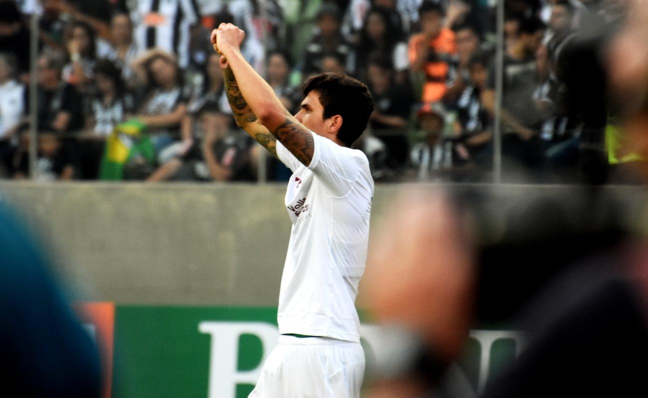 C:\Users\Carla\Desktop\Blog MULHERES EM CAMPO\Brasileiro 2018\Fluminense x Atlético-MG Independencia\Pedro comemora seu gol  Foto de Mailson Santana.jpg