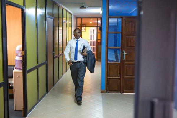 Офис Киару в Найроби довольно скромный. У него три сотрудника, и в хорошие годы он зарабатывает до €650 000.