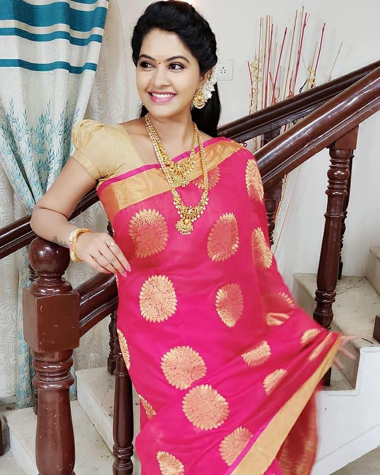 Rachitha Dinesh Mahalakshmi Beautiful Saree Pics Navel Queens