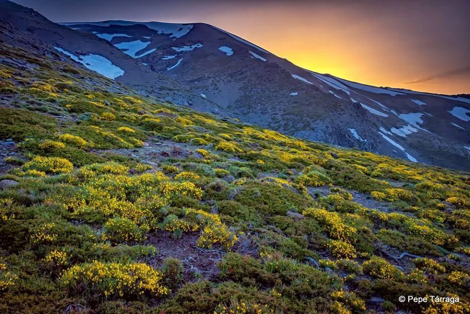 La imagen puede contener: cielo, montaña, nubes, naturaleza y exterior