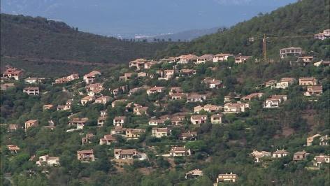 """Résultat de recherche d'images pour """"vue aérienne ville et forêt méditerranéenne"""""""