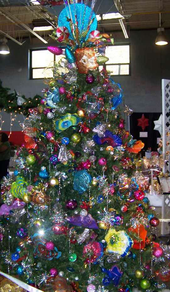 2012 glass rheaiant christmas tree.png