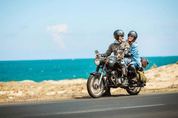 Du lịch Cô Tô bằng xe máy mang đến trải nghiệm rất thú vị.