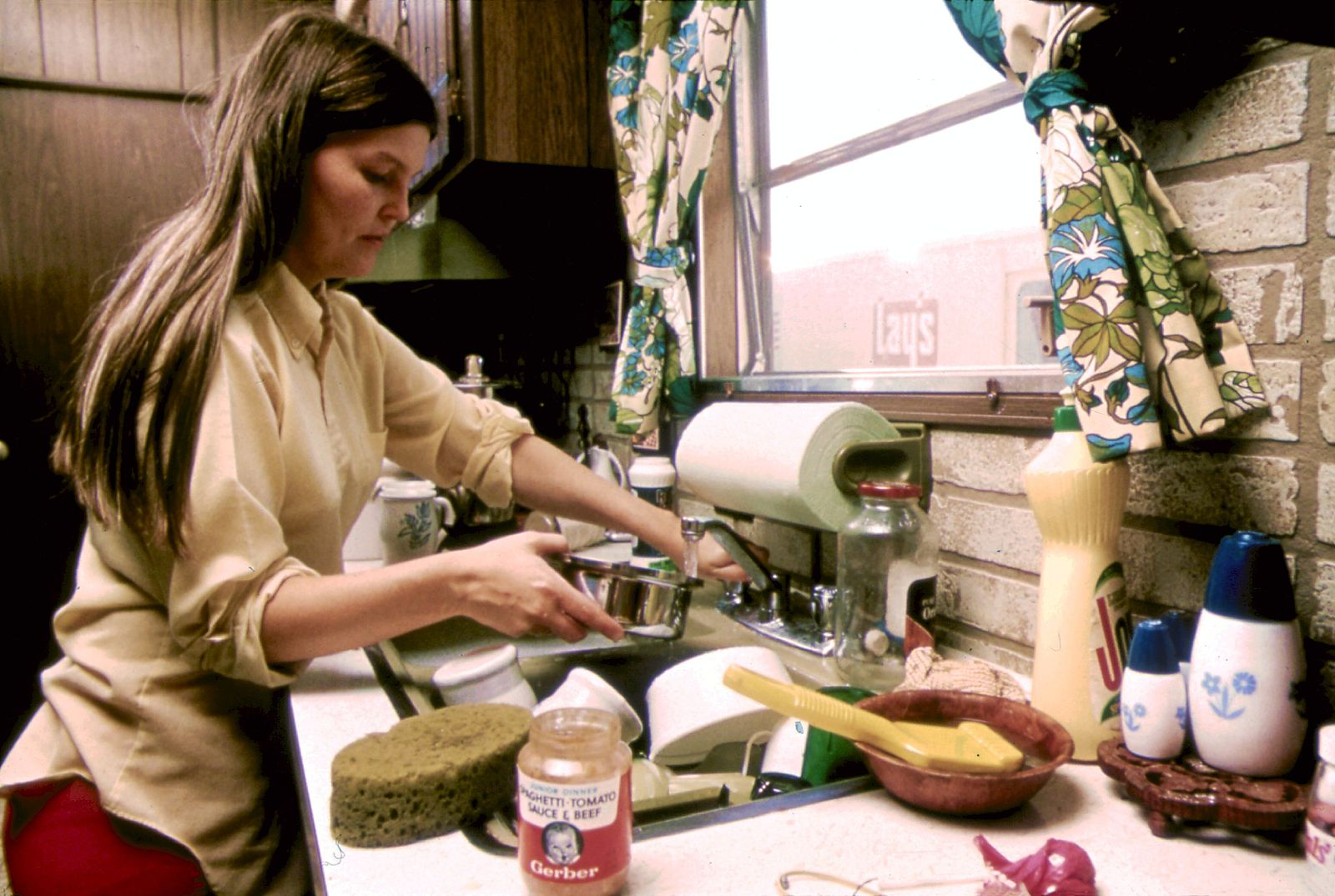 HOUSEWIFE_IN_THE_KITCHEN_OF_HER_MOBILE_HOME_IN_ONE_OF_THE_TRAILER_PARKS._THE_TWO_PARKS_WERE_CREATED_IN_RESPONSE_TO..._-_NARA_-_558298.jpg
