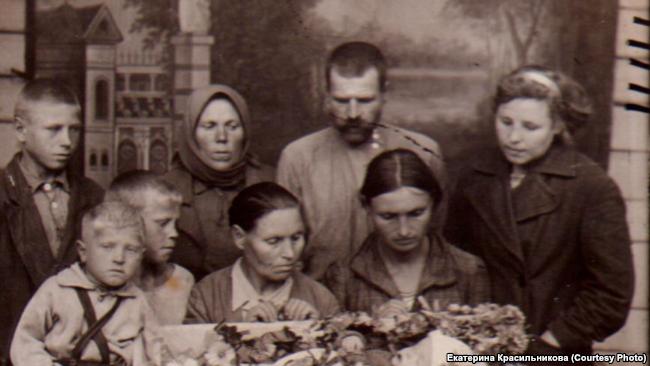 Прощение семьи с умершим ребенком,Новосибирск, конец 30-х годов