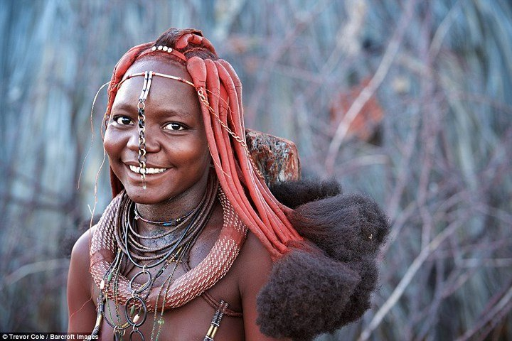 Kỳ lạ bộ tộc không bao giờ tắm mà chỉ trét thứ khá bẩn này lên người - Ảnh 8.