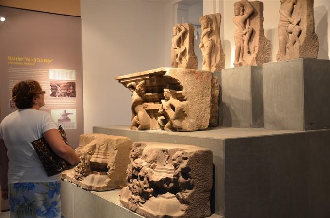 Statue in Cham Museum