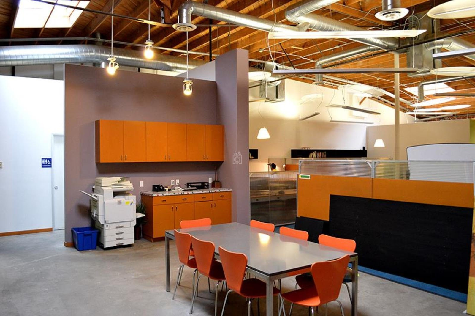 Coworking Space Costa Mesa: 10 Best Spaces with Pricing, Amenities & Location [2021] 25