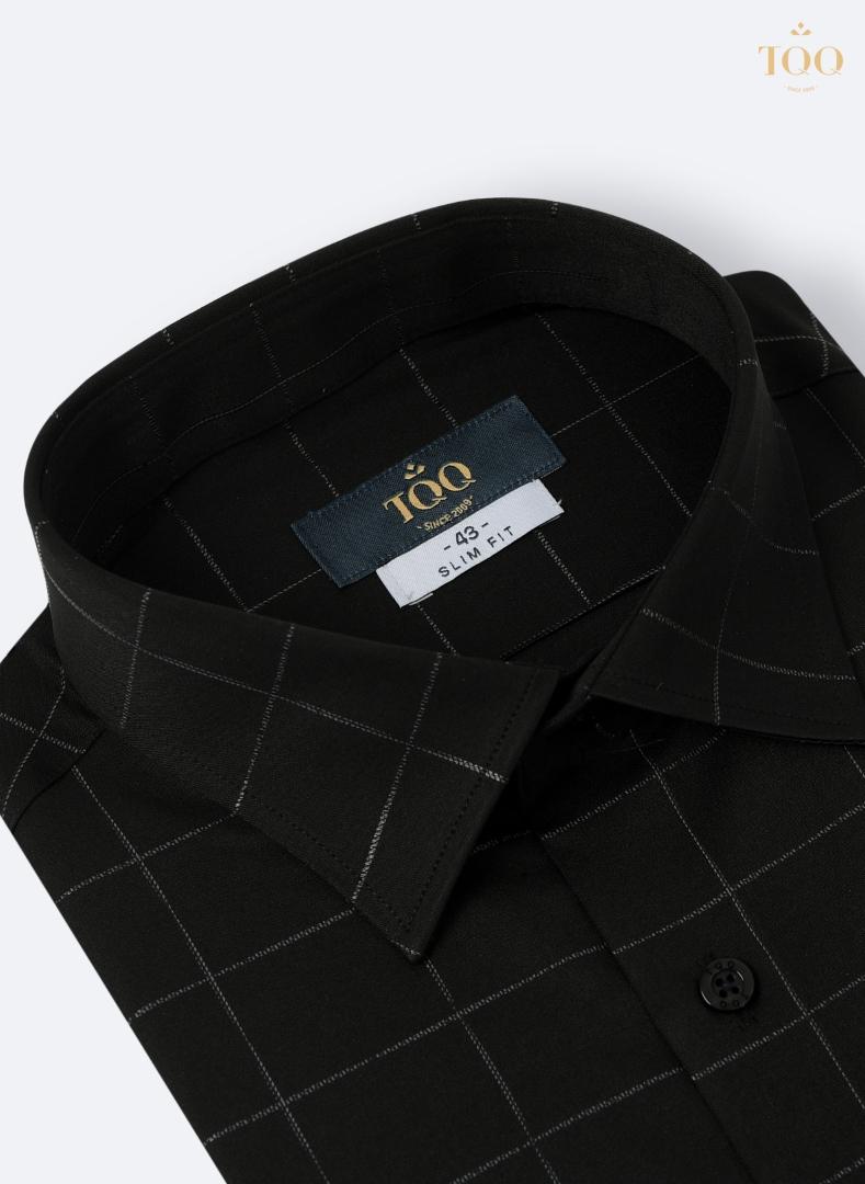 Áo có thiết kế kẻ ô vuông nhã nhặn, những đường may áo tinh tế