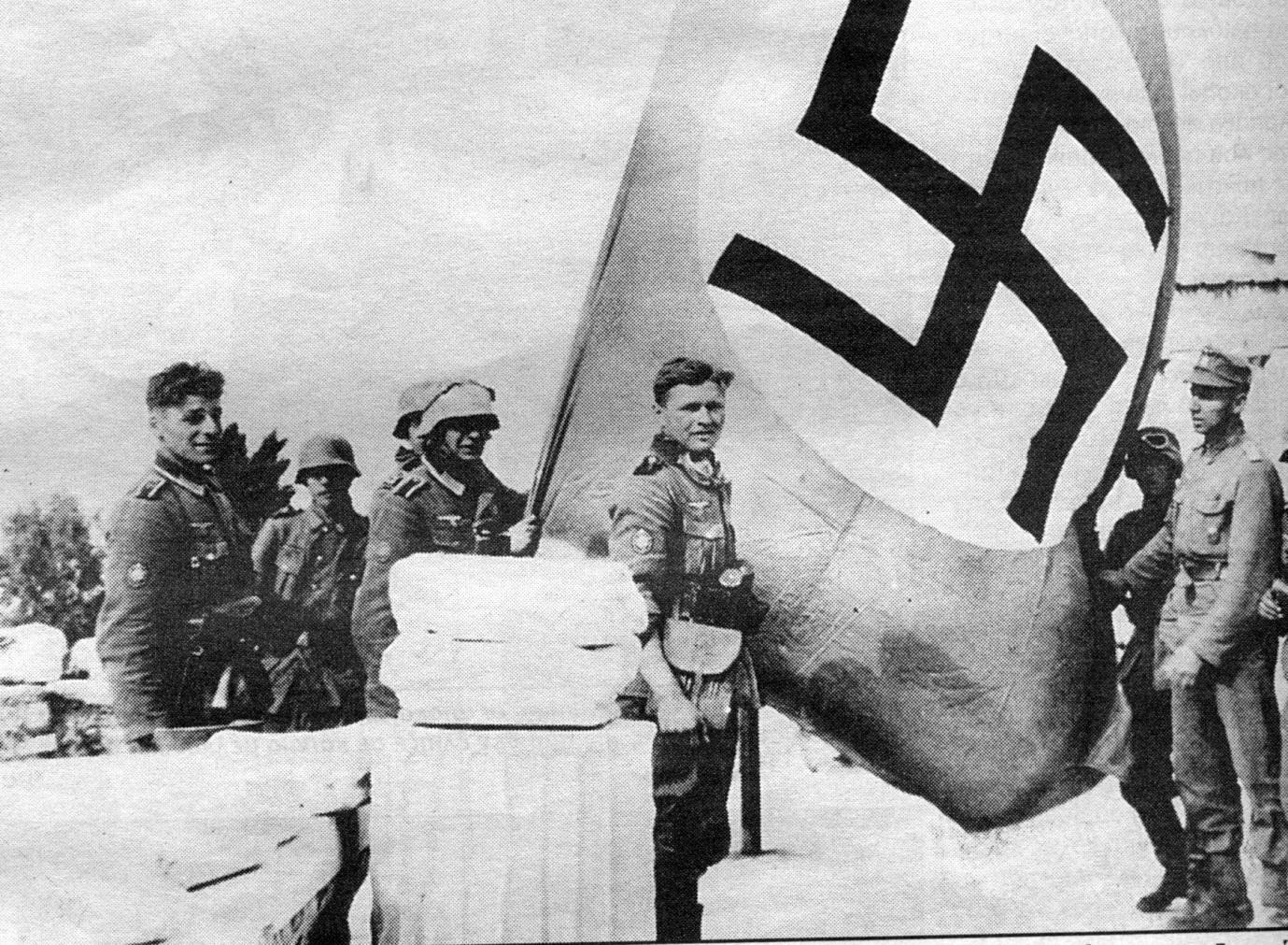 http://users.sch.gr/pchaloul/fasism-katohi-emfyl/flag-nazi-Akrop.jpg
