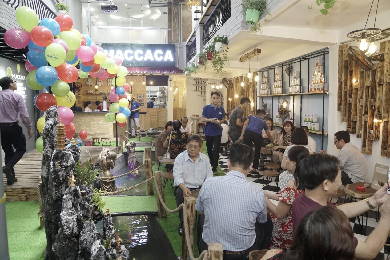 """Khai trương Maccaca Coffee - Sự """"mới lạ"""" giữa lòng Sài Gòn  - Ảnh 7"""