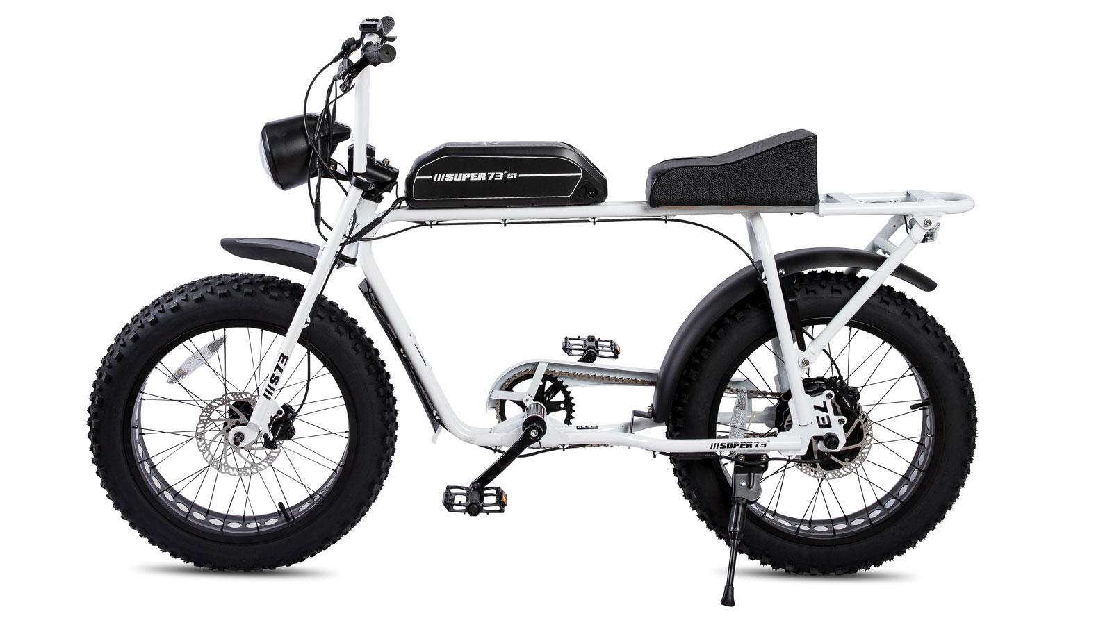 Ein Bild, das Kraftrad, Transport, geparkt, Luft enthält.  Automatisch generierte Beschreibung