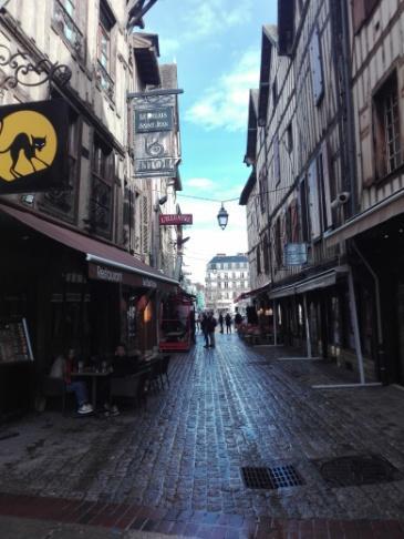 C:\Users\Francesco\Documents\Foto\Resistenza 18.19\Erasmus plus Troyes 17.3.19 23.3.19\IMG_20190318_134134.jpg